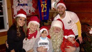 Messi posa con su familia en Navidad