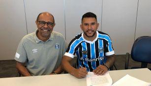 Walter Montoya firma contrato con el Gremio