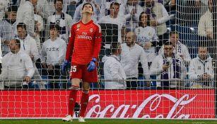 Courtois lamenta un gol contra el Real Madrid