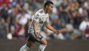 Osvaldo Martínez festeja gol con el Atlas