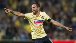 Diego Lainez celebra gol con América