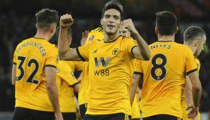 Jiménez celebra anotación con Wolverhampton en la FA Cup