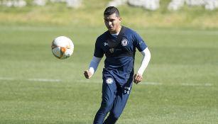 Orbelín Pineda en entrenamiento con Cruz Azul