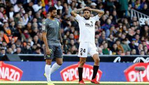William José y  Ezequiel Garay durante el partido de la fecha 23
