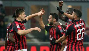 Jugadores del Milan festejan un gol