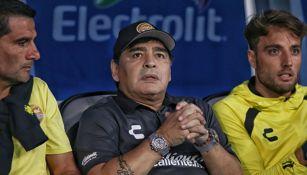 Maradona observa un juego de Dorados