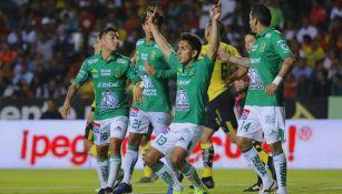 Ángel Mena, futbolista de León, celebra anotación contra Morelia