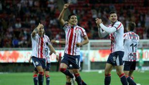 Dieter Villalpando festeja anotación con Chivas