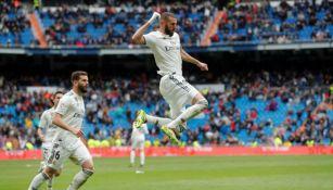 Benzema festeja gol con el Real Madrid