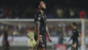 Kazim-Richards se lamenta durante un juego del Veracruz