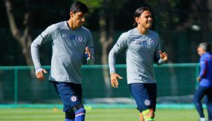 Jordan Silva y Gerardo Flores en un entrenamiento con Cruz Azul