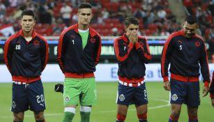 Jugadores de Chivas previo a un encuentro de Liga MX