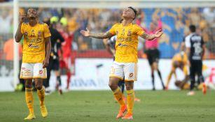 Luis Quiñones y Edu Vargas festejan triunfo sobre Rayados