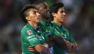 Mena, Campbell y Macías festejan gol con León