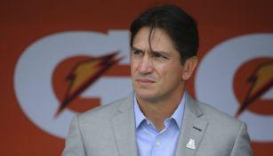 Bruno Marioni observa un juego de Pumas cunado era su DT
