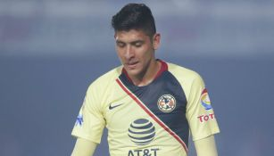 Edson Álvarez durante un partido del América