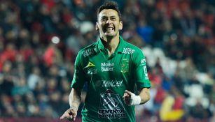 Sambueza celebra un tanto con León en el Clausura 2019