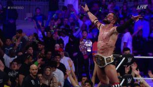 Finn Bálor celebra victoria frente a Andrade 'Cien Almas'