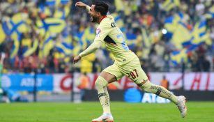 José Hernández festeja gol con América