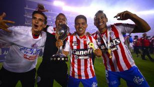 Jugadores de Atlético San Luis festejan el título del C2019 del Ascenso