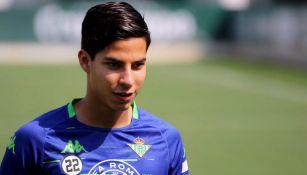 Diego Lainez, en un entrenamiento del Betis