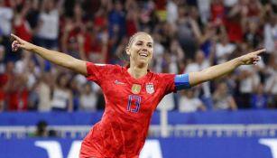 Alex Morgan festeja un gol con Estados Unidos