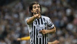 Pizarro festeja un gol con Monterrey en el Clausura 2019