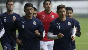 Pulido y Brizuela, en un entrenamiento con Chivas