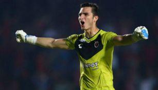 Sebastián Jurado festeja un gol del Veracruz