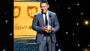 Ignacio Ambriz recibe el Balón de Oro al Mejor Técnico del año