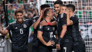 Jugadores del Tricolor celebran una anotación en Copa Oro