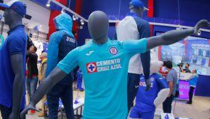 Cruz Azul inaugura tienda oficial en La Noria