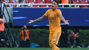 Salcedo, durante el encuentro contra Chivas