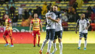 Celso Ortiz y Miguel Layún festejan el gol de Rayados