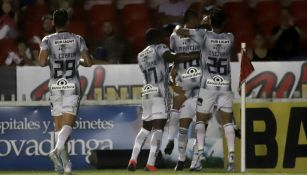Jugadores del Atlas celebran anotación contra Veracruz
