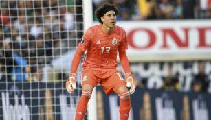 Memo Ochoa, en un juego con la Selección Mexicana