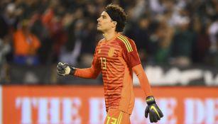 Guillermo Ochoa, en un juego con la Selección Mexicana