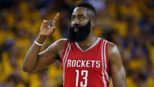 James Harden durante un partido con los Rockets