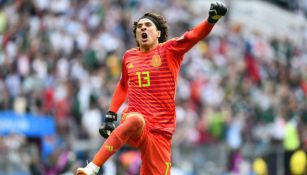 Guillermo Ochoa celebra una anotación frente a la Selección de Alemania