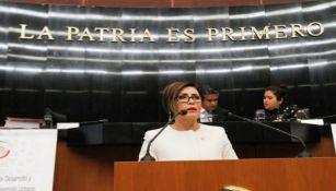 Rosario Robles dando un discurso