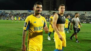 Tecatito y Mateus Uribe tras el juego vs Portimonense