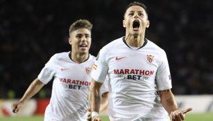 Chicharito celebra gol contra Qarabag