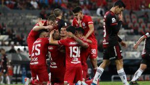 Jugadores del Toluca festejan anotación del triunfo