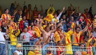 Los aficionados de Morelia durante un partido