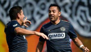 Marco Fabián celebra un gol en la MLS