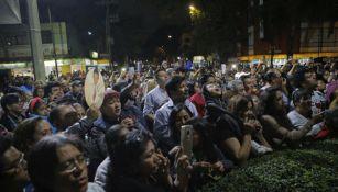 Fans de José José lo despiden cantando sus canciones en la CDMX