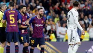 Leo Messi y Sergio Ramos se encaran durante el último Clásico