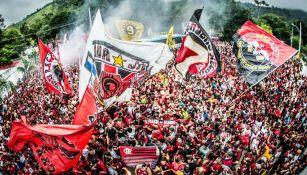 Los aficionados despiden al Flamengo en su viaje a Perú