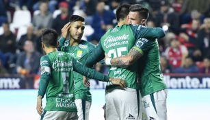 Jugadores de León celebrando un gol ante Tijuana