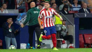 Héctor Herrera durante un juego con el Atlético de Madrid
